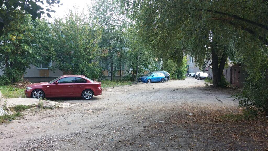 Паркинг за амбулаторией-2